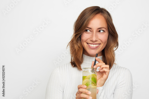 Canvas Print Woman drinking a delicious fresh lime juice