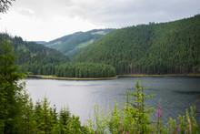 Un Frumos Lac De Munte, Inconj...