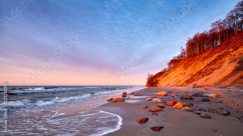 Foto Cliff at a beach in Wolin National Park at sunset, Poland.