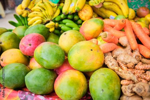 Fruits tropicaux sur un marché dans les Antilles françaises en Guadeloupe Canvas Print