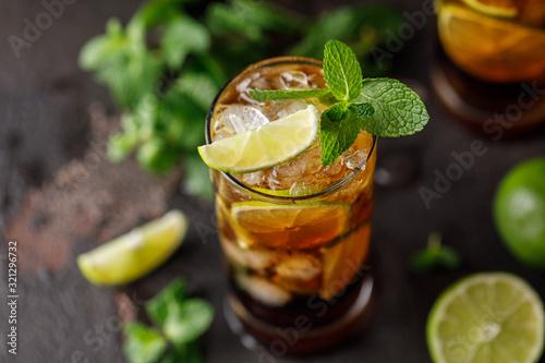 Obraz na plátně Cuba Libre with brown rum, cola, mint and lime