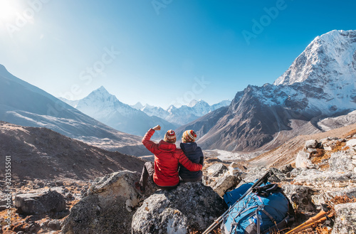 Fotografering Young couple rejoicing on Everest Base Camp trekking route near Dughla 4620m