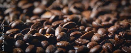Fotografie, Obraz Nahaufnahme von Kaffeebohnen mit Bokeh