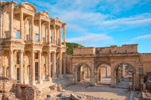 Photo Celsus Library in Ephesus ancient city -Selcuk,  Turkey