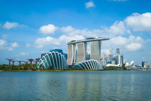 Singapore - February 3, 2020: Skyline Of Singapore At The Marina Bay With Iconic Building Such As Supertree, Marina Bay Sands, Artscience Museum.