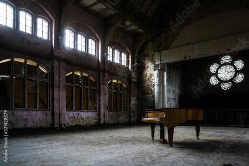 Konzertflügel ein ener verlassenen Halle, einem Lost Place Canvas Print
