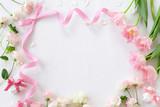 Fototapeta Tulips - チューリップ バラ リボンのフレーム