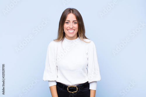 Photo young pretty hispanic woman looking happy and goofy with a broad, fun, loony smi