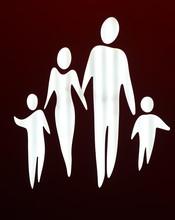 Eltern Mit Zwei Kindern In Sch...