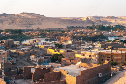 Photo Aswan Cityscape of the Outskirts with River Nile