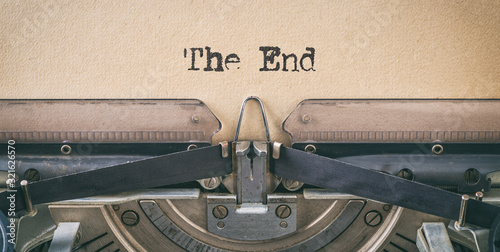 Cuadros en Lienzo Text written with a vintage typewriter -  The end
