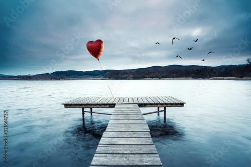 Fotomural einsames rotes Herz am Steg