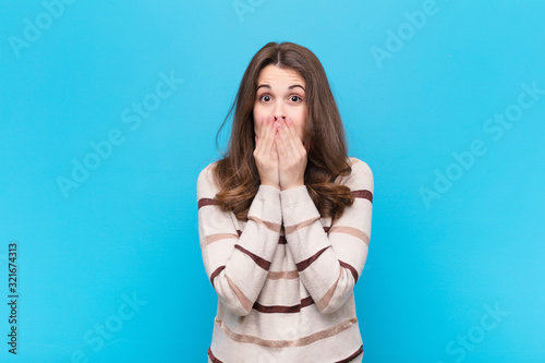 Photo young pretty woman feeling worried, upset and scared, covering mouth with hands,