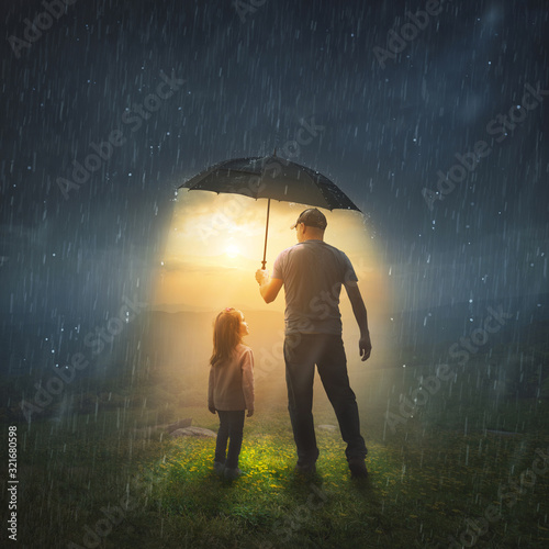Fotografiet Father and Daughter in the Rain