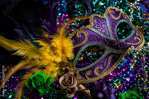 Canvas Print Colorful Mardi Gras mask on purple background with beads