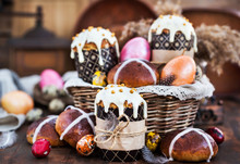 Holiday Easter Cakes, Hot Cros...