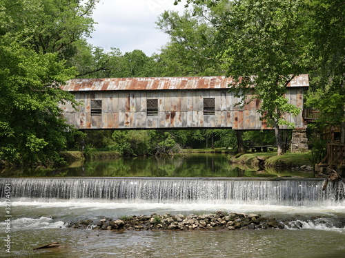 Canvas-taulu gristmill covered bridge 016