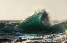 Huge Waves At Sunrise, Byron B...