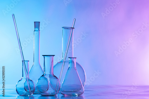 Fotografia Chemical glassware is on the table