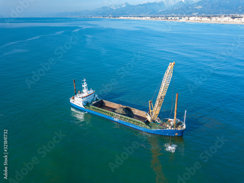 Aerial view from the drone of a dredging vessel seabed Canvas-taulu