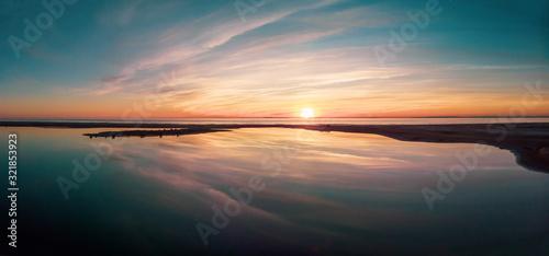 Fototapeta reflet dun coucher de soleil en panorama obraz