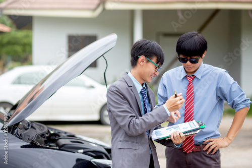 Photo Insurance agent check for damaged cars for car insurance customer