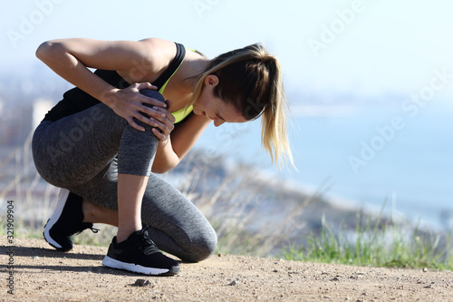 Obraz na plátně Injured runner complaining suffering knee ache