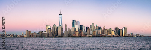 Fotomural New York City skyline panorama with One World Trade Center