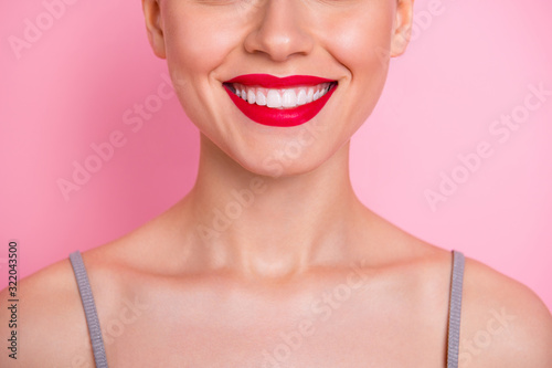 Photo Close up cropped photo of cheerful girl visit dental medical clinic have implant