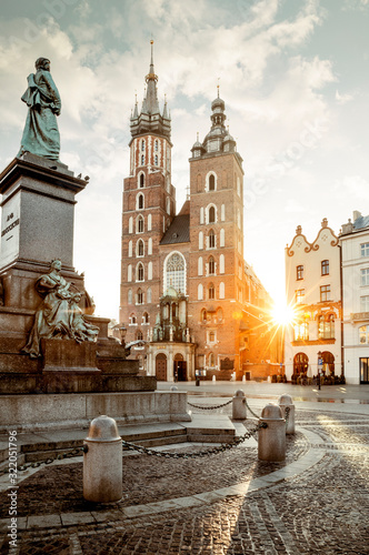 Fototapeta Adam Mickiewicz monument and St. Mary's Basilica on Main Square in Krakow, Poland obraz