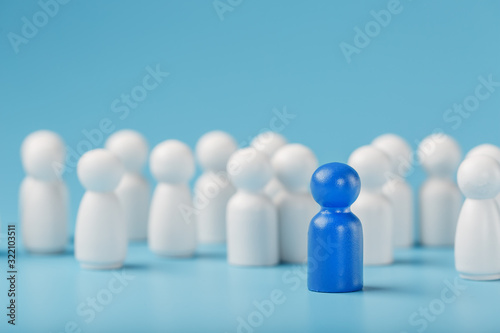 Fototapeta The leader of the blue color stands among the crowd, a group of white employees. The concept of leadership. Many employees are drawn to their boss. Personnel selection. obraz