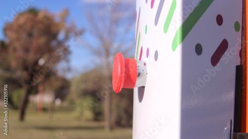 boton anti panico Wallpaper Mural