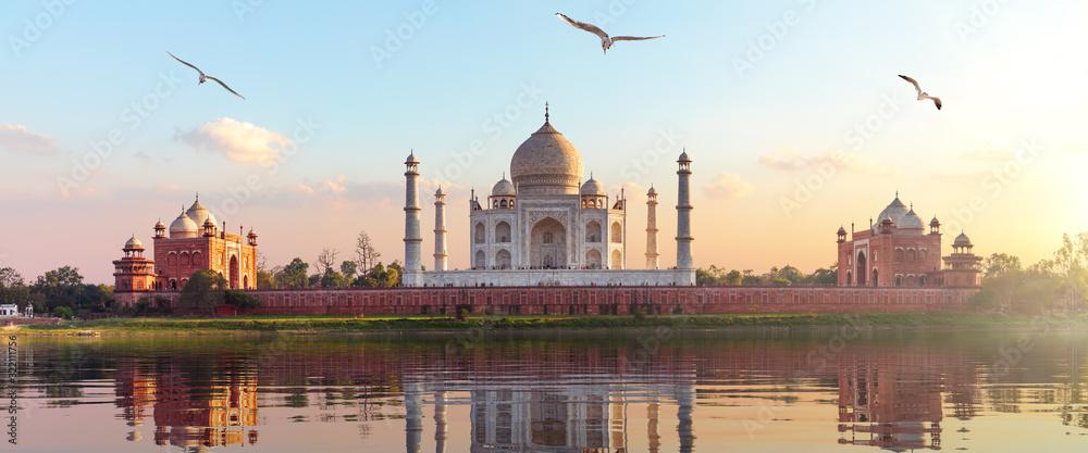 Fototapeta Taj Mahal sunrise panorama, Agra, Uttar Pradesh, India