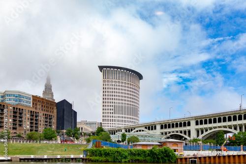 Fotografie, Obraz Cleveland city skyline with Detroit-Superior Bridge over Cuyahoga River, Ohio