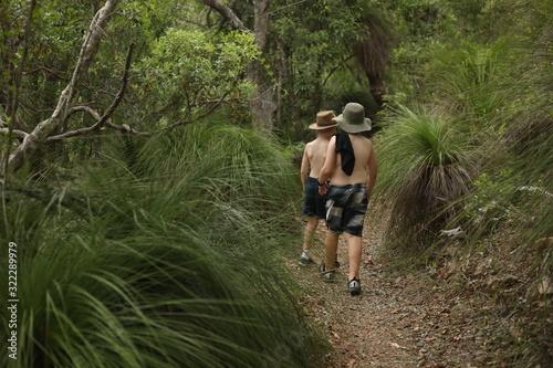 Children bushwalking through rainforest with no shirts Tapéta, Fotótapéta