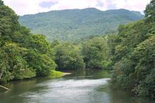Blick Auf Einen Kleinen Fluss ...