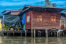 Slum On Bangkok Chao Phraya Ri...