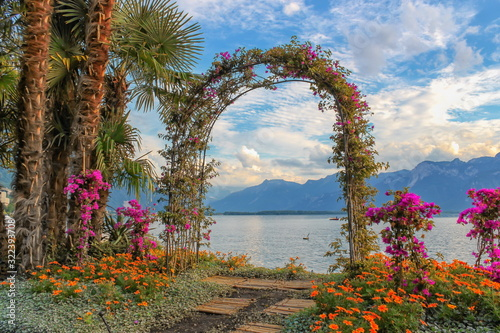 Fotomural Door made of plants and flowers next to Geneva Leman lake at Mon