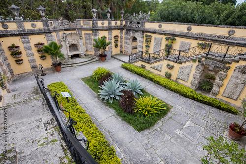 Vizcaya Museum and Gardens - Garden view