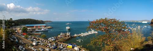 Fototapeta Panorama du port de la grande île de Mayotte obraz