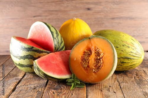 Fototapeta various of  melon and waterlon on wood background obraz
