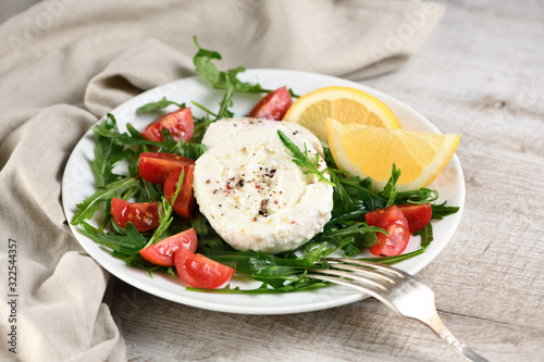 Mozzarella salad with arugula Fototapet
