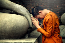 Asia Novice Monk Worship The B...