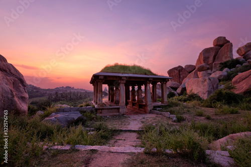 Stampa su Tela Ancient ruins of Hampi on sunset. India