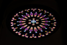 Circular Shape Stained Glass W...