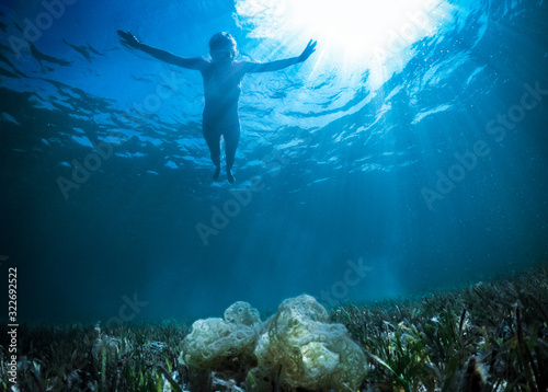 Photo Free flight over a reef in a tropical sea under water