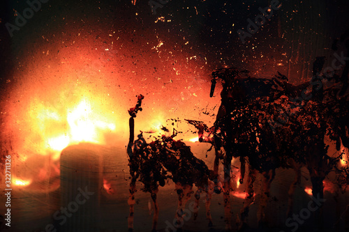 Ogień w kominku, brudna szyba, wzór, wzory. Canvas Print