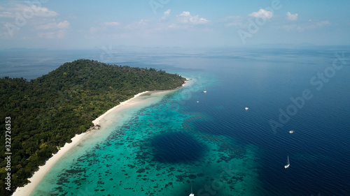 Fototapeta drone shot of koh rok in thailand, beautiful white beach with turquoise coral reef, big blue hole obraz