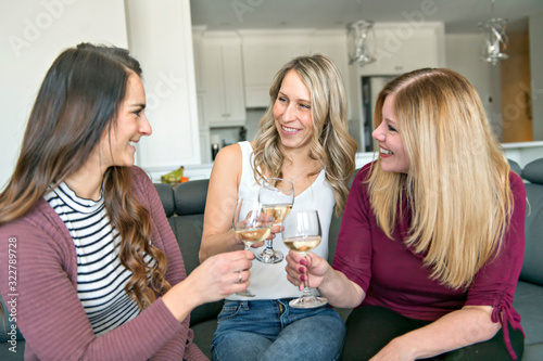 Fototapeta Five mature women toast and celebrating their meeting on the sofa obraz