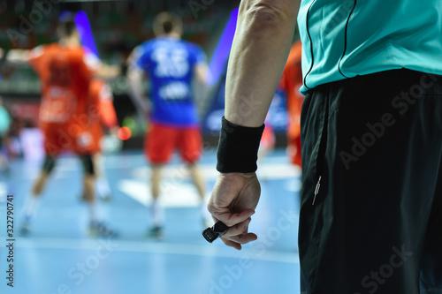 Fotografía Handball referee hand with whistle